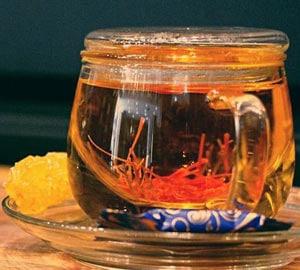 خواص شگفت انگیز دمنوش زعفران
